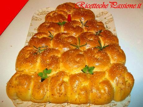 Pan brioche a forma albero di natale